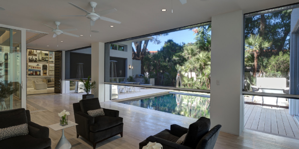What are the Benefits of Installing Retractable Screens in Homes?